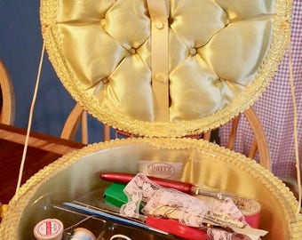 Vintage Dritz Sewing Basket / Round Top/ Fully lined / Wicker / Vintage Basket/ Sewing Gift /Sewing orgainzer