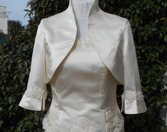 Wedding ivory Jacket in duchesse silk  with macramé flowers.
