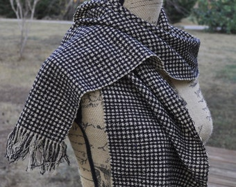 Handwoven Wool Houndstooth Scarf