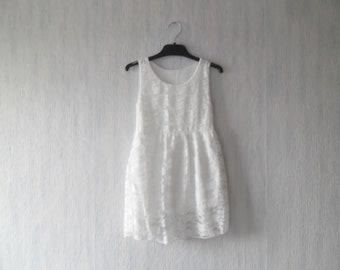 Ecru lace, sleeveless, round collar, girl dress