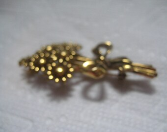 5 Dollar Listing Golden Daisy Pin with Ribbon