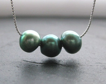 Menthe Pearl Necklace. Silver. Three Little Words