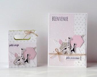 Ensemble naissance fille motifs girafes : carte + sachet cadeau coloris blanc/rose/beige personnalisable
