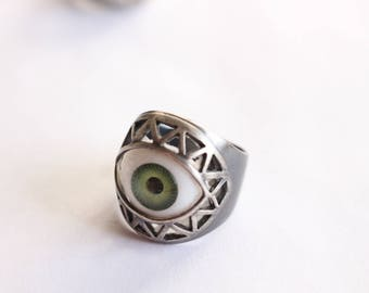 Sterling Silver and resin Green Eye Ring - Size 7 1/2