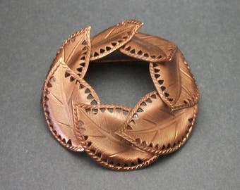 Vintage 3D Copper Leaf Wreath Circle Pin, Copper Metal Leaves Brooch, Detailed Textured Leaves, Art Nouveau Style Jewelry