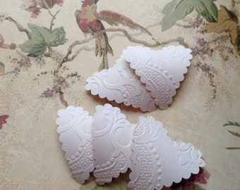 20 upcycled wallpaper scalloped hearts - textured white