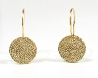 Solid gold filigree disk.Round filigree earrings .Gold hoop dangle earrings,medallion Earrings.Bridal,wedding earrings,lights earring