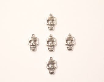 Set of 5 charms skull with scar