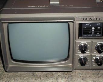 """Vintage Bentley 4.5"""" B/W Portable TV / Radio - Manual / Adapter"""