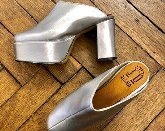 1990s does the 1970s Riana silver platforms mules clogs, chunky high heels / 36