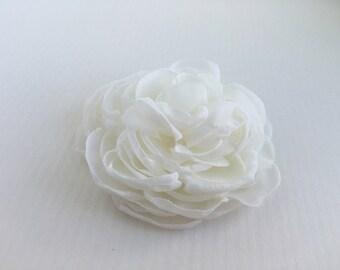 Ivory Flower Hair Clip.Wedding Hair Piece.Ivory fascinator.Bridal Headpiece.Hair Pin Bridal.Peony Hair Clip.Fabric Flower Brooch.Hair Comb