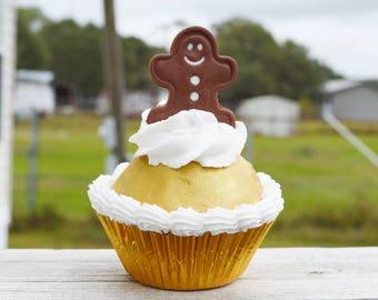 One Gingerbread man cupcake (fake)