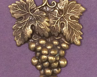 Grappe de raisins broche - Winery bijoux - piétinement raisin - vignoble broche