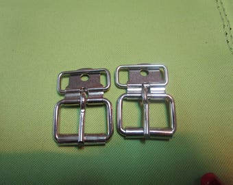 buckle has a nickel-plated metal roller chappes