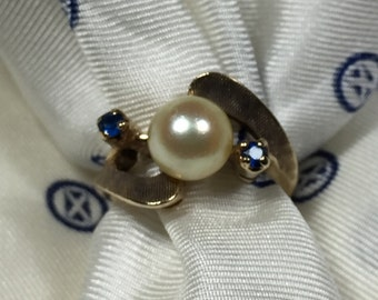 10Kt Pearl and Sapphire Ring size 5