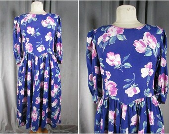 Vintage 1980s Lanz Floral Tea Party Dress. Size M-L. 80s Rayon Rose Print Midi Dress. Full Skirt. Pockets. Made in USA. Spring Has Sprung!