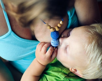 The Best Babywearing Necklace by KangarooCare - shades of blue