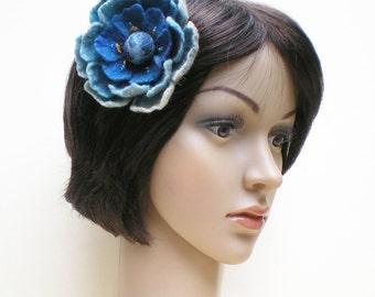 Elégante broche fleur bleue en laine feutrée brodée de perles et paillettes, bijou en laine fait main, cadeau pour Fête des mères