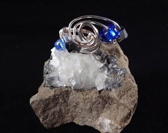 Beaded wire swirl ring
