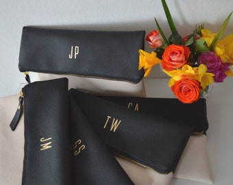 Set of 5 Personalized Clutches in Black and Cream / Bridesmaids Gift / Monogrammed Clutch Purses / Gold Initials