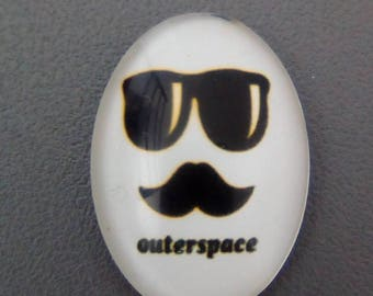 White mustache 25x18mm oval glass cabochon