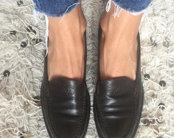 Vintage CHANEL CC Logo Dk Brown Leather Loafers Flats Driving Shoes Smoking Slippers Ballet Flat  38.5 us 7.5 - 8