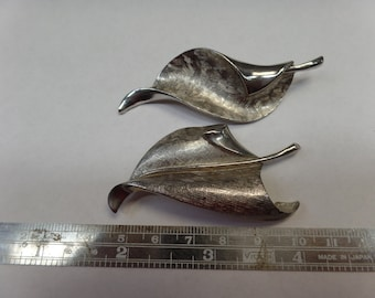Pair Of Vintage Antique Silver Tone Leaf Brooches - Used Needs Cleaned