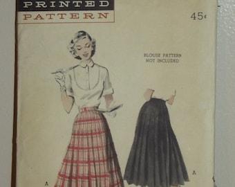 Butterick Pattern 6274 - 1950s Pleated Skirt  Hips 33 Waist 24