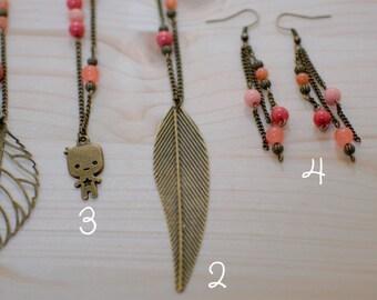 Sautoirs d'automne - métal couleur bronze vieilli et perles en jade colorée - rouge, orange, saumon, beige rosé - feuille, bonhomme