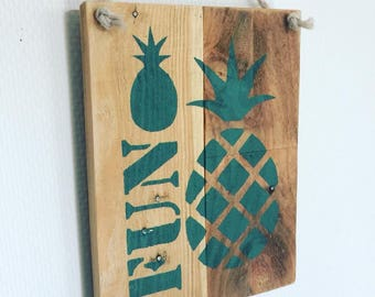 Frame wood pineapple