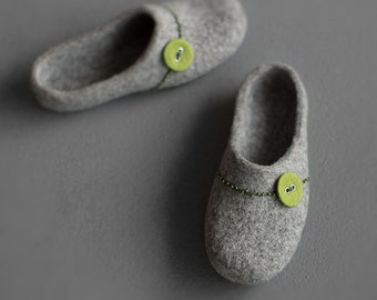 Felted slippers for women Grey clogs with spring green button Natural gray organic wool clogs Eco friendly home shoes with rubber sole