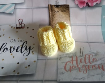 Lemon premature Handmade crochet snugg booties photo prop baby shower premature size - pregnancy annoncement - baby shower