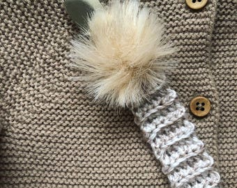 Knitted pacifier clip in beige!