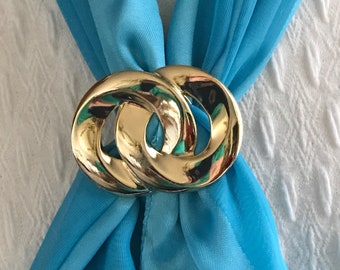 Vintage Gold Tone  Scarf Clip. Double Circle  Scarf Holder Scarf Slide. Scarf Ring. Gifts Under Ten. Mother's Day Gift. Grandma Gift for Her