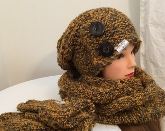 Set hat, mittens and scarf (available separately)