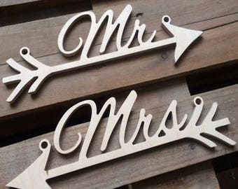 Rustic Chic Wood MR and MRS Arrow Hanging Wedding Signs -  Photo Prop Decoration -
