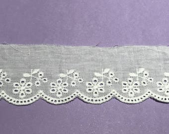 Lace white eyelet off 4.5 cm width