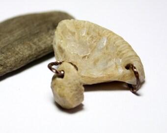Soldes - Quartz blanc fossiles percé plage Pierre bijoux fourniture fournitures - cuivre-perles Riverstone Artisan perles