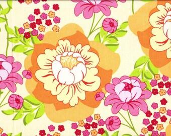 Tissu Patchwork de Michael Miller - Large floral orangé et rose sur fond jaune pâle