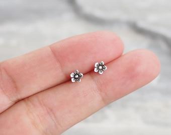 Dainty Flower stud Earrings, Flower Cartilage, Jasmine Flower earrings