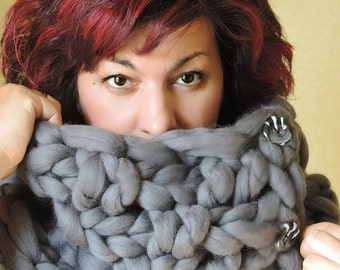 Chunky infinity scarf, Merino Scarf, Knitted Scarf, Hand Knit Scarf, Infinity Scarf with buttons, Scarf, Chunky Scarf, Knit Scarf