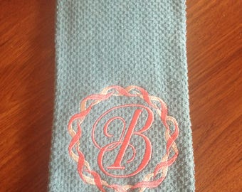Embroideried kitchen towel with twisted frame