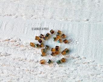 Beads 2 mm Olivine cube / amber x 25