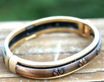Bracelet jonc à charnière en laiton brossé