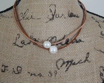 Freshwater pearl on leather, beach chic, boho style, summer fashion, choker necklace, white pearl, layering necklace, neutral