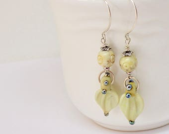 Pale Yellow Jewelry, Trending Leaves Earrings, Leaf Lampwork Earrings, Vanilla Earrings, Neutral Earrings, Cream Earrings, Ivory Earrings