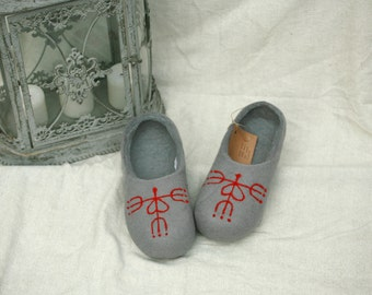 Grey felt slippers with red blooming heart decors, handmade wool slippers