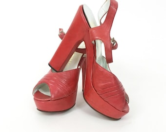 Vintage 1970s made in Italy strawberry red leather platform heel sandals - size 37