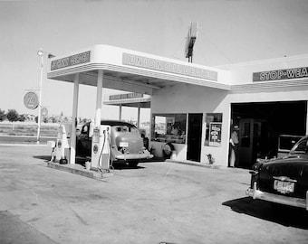 Johnny's Union 76 Gas Station, Richland, WA 1950
