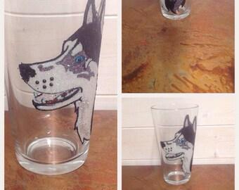 Pint glass with husky design